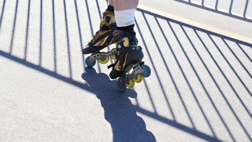 spin on rollerblades
