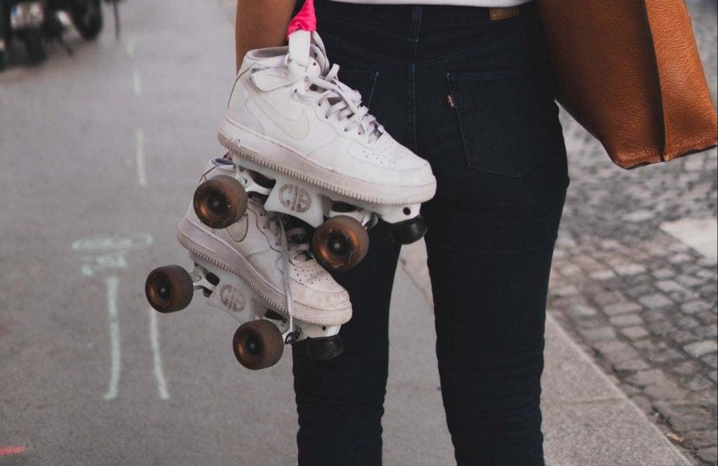 Adjust roller skate trucks